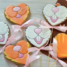 Gingerbread royalicingcookies angelassweets Fancy Cookies, Valentine Cookies, Iced Cookies, Cute Cookies, Easter Cookies, Easter Treats, Cupcake Cookies, Sugar Cookies, Easter Biscuits