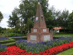 TOUCH this image: Oorlogsmonument in Yerseke by ilze