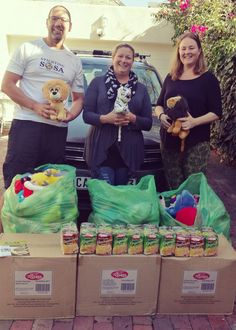 @SOSA Support visited Sandy from @teddybearspicnicdonations to hand over the 200x collected teddy bears from the Sint Bavoschool in Haarlem and 500x purchased noodles for the children who testify in court care packages. Thank you all for your donations!