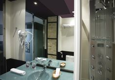 Welcome to Petit Palace Ruzafa Hotel (previously Germanías), located in Valencia's Gran Via Avenue, on the official website of the hotel chain Petit Palace. Best price guaranteed for the Petit Palace Ruzafa hotel. Valencia, Palace, Triple Room, Mirror, Hotels, Furniture, Wifi, Centre, Rooms