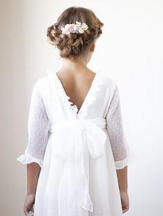 Vestido de comunion Anita Baby Girl Hairstyles, First Communion, Christening, Cold Shoulder Dress, Flower Girl Dresses, Bridesmaid, Wedding Dresses, Hair Styles, Confirmation