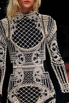 It's time to enlist in the Balmain army and you're going to need the uniform. Shop Balmain at Farfetch today for lashings of glitz and glamour. Look Fashion, Fashion Details, Fashion Art, High Fashion, Fashion Show, Fashion Outfits, Womens Fashion, Fashion Design, Daily Fashion
