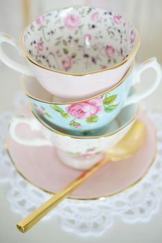I love pretty tea cups!!