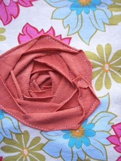 awesome tutorial for machine-sewing a perfect flat rose out of scrap materials
