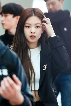 Your source of news on YG's biggest girl group, BLACKPINK! Blackpink Jennie, South Korean Girls, Korean Girl Groups, Black Pink Jennie Kim, My Little Beauty, Rapper, Kim Jisoo, Blackpink Photos, Blackpink Fashion
