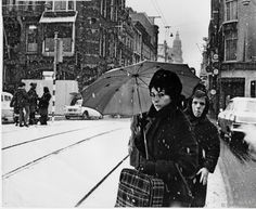 1970's. View of a snow-covered Leidsetraat with the Torentje van Metz & Co in Amsterdam. Photo Dolf Toussaint. #amsterdam #1970 #Leidsetraat