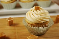 Salted Caramel Cupcakes with Caramel Buttercream Frosting. Funny how when you pour hot melted caramel into butter-based buttercream frosting, the frosting doesn't Cupcake Recipes, Baking Recipes, Cupcake Cakes, Dessert Recipes, Cupcake Ideas, Baking Ideas, Salted Caramel Cupcakes, Vanilla Cupcakes, Carmel Cupcakes
