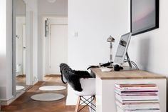 En el pasillo... #workspace #escritorio #desk #white #hall