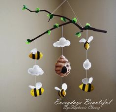 DIY DIY mobile decoration ideas - Diy and Crafts Mobile Craft, Felt Mobile, Baby Mobile, Mobile Kids, Diy Nursery, Felt Crafts, Diy And Crafts, Tree Bees, Mobiles For Kids