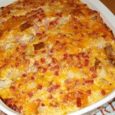 Amish Ham Casserole - 1 lb ham, cubed 1 med onion, chopped - optional 6 eggs 2 or 3 baked potatoes, diced into chunks* 2 cups shredded Cheddar and Colby Jack cheese 1 cups small curd cottage cheese Ham Casserole, Casserole Recipes, Breakfast Casserole, Casserole Dishes, Hashbrown Breakfast, Casserole Ideas, Quiche Recipes, Pork Recipes, Cooking Recipes