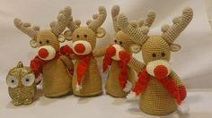 Renne natalizie amigurumi tutte da fare a uncinetto: schema gratis. Simpatiche, con la sciarpina e il nasone rosso da Rudolph (la renna che con il suo naso per illuminare il sentiero nel cielo per l