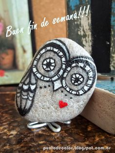 Painted Rock Ideas - Do you need rock painting ideas for spreading rocks around your neighborhood or the Kindness Rocks Project? Here's some inspiration with my best tips! Pebble Painting, Pebble Art, Stone Painting, Pebble Stone, Stone Art, Owl Rocks, Rock And Pebbles, Hand Painted Rocks, Painted Owls