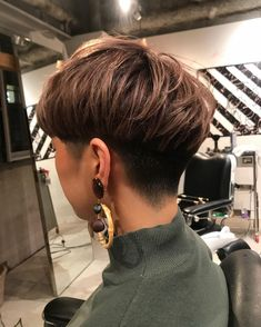 Short Wavy Hair, Short Hair Styles, Barber Chair, Big Earrings, Sexy, Fashion, Hair, Short Curled Hair, Bob Styles