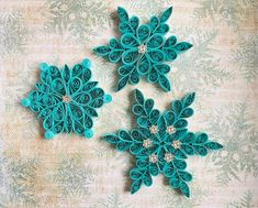 Quilling Christmas, Christmas Ornament Sets, Snowflake Ornaments, Christmas Snowflakes, Snowflake Snowflake, Xmas, Quilling Paper Craft, Paper Quilling Designs, Paper Christmas Decorations