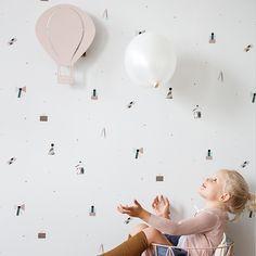 party wallpaper and air balloon lamp rose- Ferm Living Kids Room Wallpaper, Of Wallpaper, Baby Room Decor, Nursery Decor, Ballon Lampe, Rock My Family, Blush Nursery, Lampe Applique, Minimal Wallpaper
