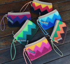 """Num mundo cinza, use suas cores vibrantes para pintar o amor. (Disponíveis à pronta entrega) ☀🌴 . 🛍 Loja virtual:… Knitting TechniquesKnitting For KidsCrochet ProjectsCrochet Amigurumi Diy Crafts Crochet, Crochet Art, Tapestry Crochet, Love Crochet, Crochet Gifts, Crochet Projects, Crochet Handbags, Crochet Purses, Crochet Designs"