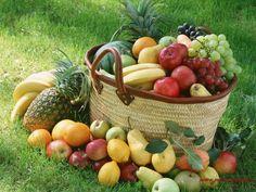 Toller Obstkorb, die ganzen Früchte könnte zu einem leckeren Multivitaminsaft verarbeitet werden. Übrigens: Viele der abgebildeten Sorten bieten wir als Saft oder sogar als Bio-Saft an!