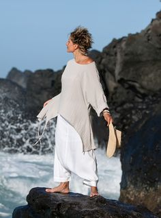 Casual outfit: loose fit grey top with white harem pants -:- AMALTHEE -:- n° 3024