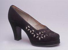 1947 Vintage Purses, Vintage Shoes, Vintage Accessories, Vintage Dresses, Vintage Outfits, 1940's Fashion, Fashion Moda, Retro Fashion, Vintage Fashion