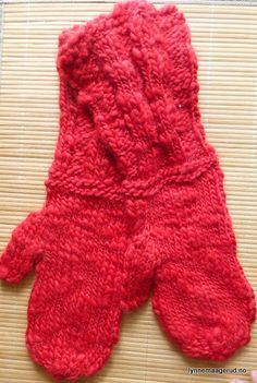 Handknitted mittens in chunky wool and mohair by LynnesEbooks on Etsy
