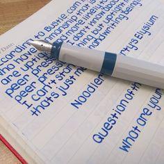 Handwriting Examples, Learn Handwriting, Pretty Handwriting, School Organization Notes, Study Organization, College Notes, School Notes, Schul Survival Kits, Pretty Notes