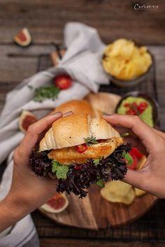 Spicy Hühner Sandwiches, Sandwich Rezepte, Sandwich selber machen, Sandwich  Rezeptideen, Sandwiches mit Avocado, spicy Sandwiches Rezepte, herzhafte  Snackideen, einfache Sandwichrezepte, Sandwichideen für Party, kreative  Sandwichrezepte, kreative Snackideen, Sandwich mit Huhn, Hühnerfilets Rezepte,  Panini Sandwiches, Rezepte mit Panini, sandwich ideas, sandwich recipes,  creative sandwichest to go, chicken sandwiches, sandwiches with avocado souce Food Blogs, Chili Dip, Snacks Für Party, International Recipes, Creative Food, Easy Peasy, Hamburger, Dips, Spicy