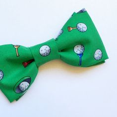 Be ready to hit the links in style this golf season in our green golf bow tie. Youll be the star of your next big tournament in this neck piece, even if you dont make par on all 18 holes. This bow tie is also available in: Beige Green Bow Tie, White Bow Tie, Pineapple Gifts, Fancy Bows, Ring Bearer Outfit, Bow Tie Wedding, Boys Bow Ties, Golf Gifts, Neck Piece