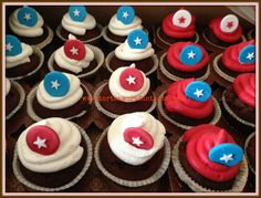 Capitan America Cup Cake by www.torteamorefantasia.com