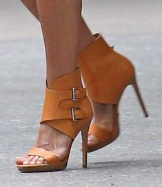 Jennifer Aniston In Hot Orange Heels