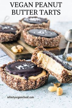 Vegan Peanut Butter Tarts - C is for COOKIE, and cookie is for me - Cookie Monster - Desserts Raw Desserts, Vegan Dessert Recipes, Gluten Free Desserts, Whole Food Recipes, Raw Recipes, Health Desserts, Healthy Recipes, Vegan Christmas Desserts, Vegan Christmas Cookies