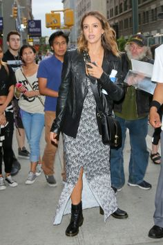 Jessica Alba via Flair.be (http://www.flair.be/nl/mode/290612/stoere-zomerlooks-van-de-celebs)