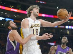 Lakers topple Kings for third consecutive victory
