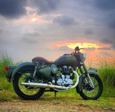 Photo by Royal Enfield on October Studio Background Images, Black Background Images, Photo Background Images, Photo Backgrounds, Royal Enfield Classic 350cc, Royal Enfield Wallpapers, Bullet Bike Royal Enfield, Royal Enfield India, Enfield Bike