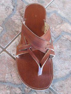 Sandalias de cuero marrón unissex de handicraftafrica en Etsy https://www.etsy.com/mx/listing/187506073/sandalias-de-cuero-marron-unissex