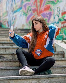 "Mónica Morán on Instagram: ""En esta foto que salgo con cara de estreñida tenia 17 y ahora estoy a cuatro meses de hacer 19 años 😰 De verdad, no crezcais nunca, es una…"" Cute Girls, Cool Girl, Teen Girl Photography, Cute Hipster Outfits, Online Girl Games, Skate Girl, Girls Dpz, Creative Photos, Girl Poses"