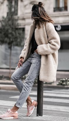 winter street style perfection | fur coat + sweater + boyfriend jeans + sneakers