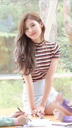 Minatozaki sana twice Kpop Girl Groups, Korean Girl Groups, Kpop Girls, Korean Beauty, Asian Beauty, Sana Kpop, Sana Cute, Sana Momo, Sana Minatozaki