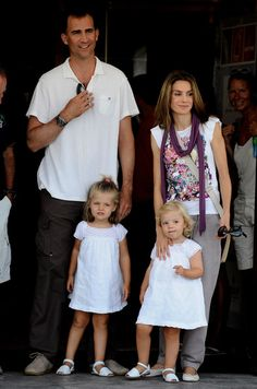 Queen Letizia of Spain Photos - Crown Prince Felipe of Spain, Princess Letizia of Spain and their daughters, Leonor (L) and Sofia (R) arrive to the Real Club Nautico de Palma to attend Jaume Angladas pop concert during the third day of 28th Copa del Rey Audi Sailing Cup on August 5, 2009 in Palma de Mallorca, Spain. - Spanish Royals Attend 28th Copa del Rey Audi Sailing Cup - Day 3