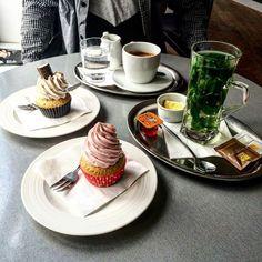 Když máte @dortikycheecup hned za domem  #randickovpodoli #raspberry #cupcake #twixx #peperminttea #coffee #yummy #foodporn #cheatday #friendship #tbt #sweat #cheecup #dobroty #prague #czechgirl #podoli by veronikajanischova