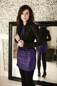 Picture of Amy MacDonald Amy Macdonald, Lace Skirt, Sequin Skirt, Chrissie Hynde, Fitness Gifts, Perfect World, Black Tights, Celebs, Celebrities