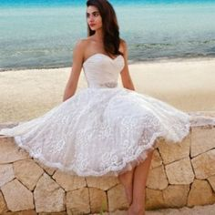 Perfect Short Wedding Dress for Vow Renewal A wedding dress can be determined by the bride by thinking about the height of the bride. Deciding on a tropical wedding dress is going to be among the best areas of planning your wedding. Short Lace Wedding Dress, Wedding Dress Sash, Top Wedding Dresses, Tea Length Wedding Dress, Wedding Gowns, Dress Lace, Lace Skirt, Wedding Reception, White Dress