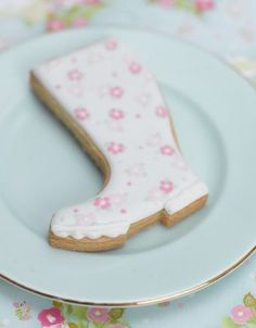 "welly boot cookie - so cute! love for a baby ""shower"" Galletas Cookies, Cute Cookies, Cupcake Cookies, Sugar Cookies, Cupcakes, Biscuit Wedding Favours, Cooking Cookies, Biscuits, Cookie Time"