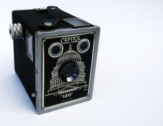 Capitol 120 Box Camera    Capitol 120 Box Camera    ©1930's by Metropolitan Industries - Chicago IL Old Cameras, Vintage Cameras, Wireless Video Camera, Ptz Camera, Movie Projector, Camera Equipment, Photography Camera, Photography Equipment, Retro