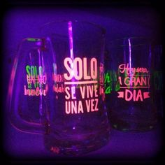 Frascos Vasos Tragos Frases Tazas Chops Personalizados Fluo - $ 37,00 70s Party, Neon Party, Disco Party, Barbie Birthday Party, 40th Birthday, Banana Crafts, Neon Design, Lights Fantastic, Ideas Para Fiestas