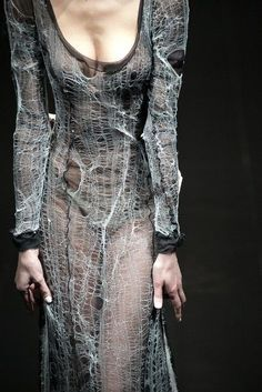 alice auaa looks like spider webs; Yohji Yamamoto, Dark Fashion, High Fashion, Gothic Fashion, Fashion Art, Looks Style, My Style, Nachhaltiges Design, Elisa Cavaletti