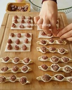 Pasta Filo Turkish Cuisine Turkish Recipes Turkish Delight Bread Baking Food To Make Finger Foods Easy Meals Ravioli Sweet & Easy, Look And Cook, Greek Sweets, Homemade Pastries, Indian Street Food, Snacks Für Party, Quick Snacks, Turkish Recipes, Ravioli