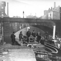 Irwell Packet Boats. Boarding point. Bridge Street #RiverIrwell (Mark Addy) Old Photos, Vintage Photos, Bridgewater Canal, Manchester Street, Salford, Canal Boat, Industrial Revolution, History Facts, Athens