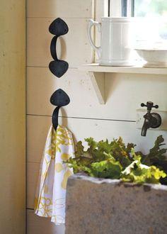 iron-handle-towel-hanger