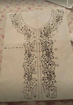 Hand Embroidery Design Patterns, Flower Embroidery Designs, Free Machine Embroidery Designs, Beaded Embroidery, Embroidery Stitches, Fabric Paint Designs, Motifs Perler, Embroidery Fashion, Recherche Google