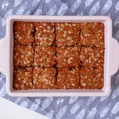 These delicious South African crunchies are vegan and can easily be made gluten-free. They have the perfect crunch and are easy to make with 8 ingredinets. Recipe With Golden Syrup, Salted Caramel Fudge, Salted Caramels, Curry Recipes, Vegan Recipes, Crunchie Recipes, Vegan Biscuits, South African Recipes, Baking Tins